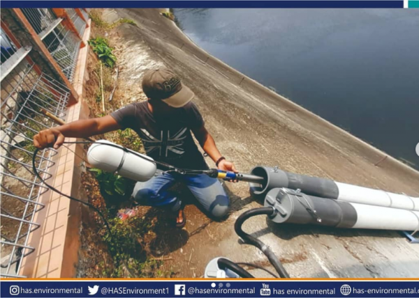 Proses pemasangan alat online monitoring kualitas air